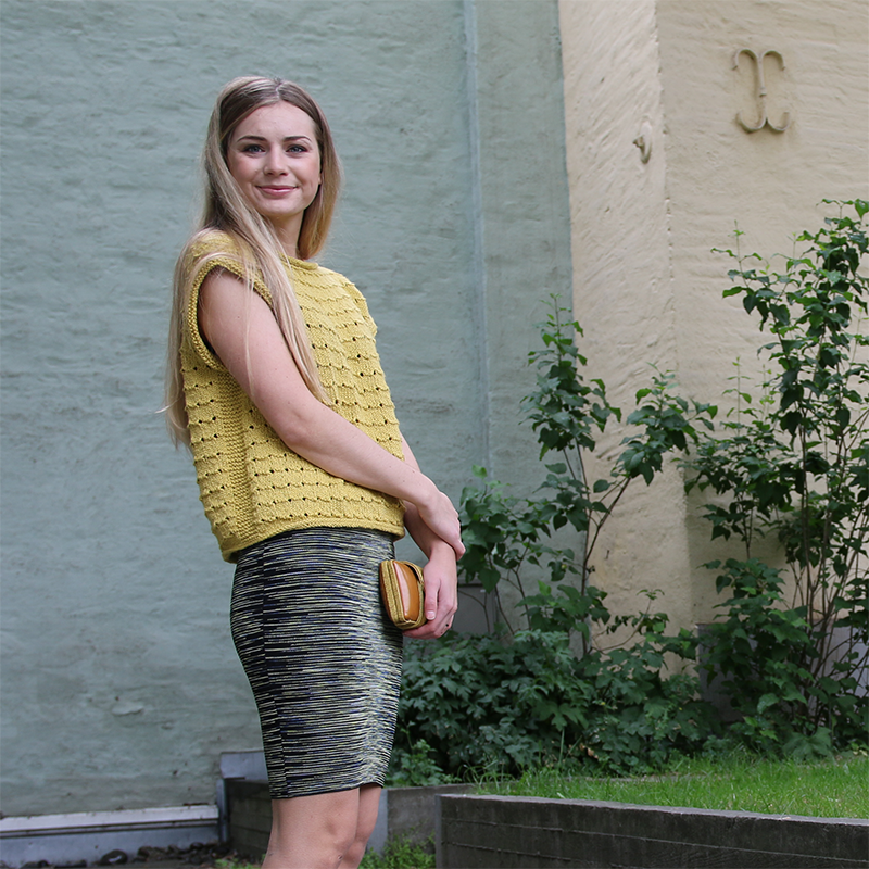 Summer Blouse - Short-sleeved summer top wit a simple structure